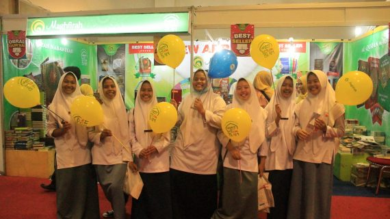 Pengunjung Islamic Book Fair 2017